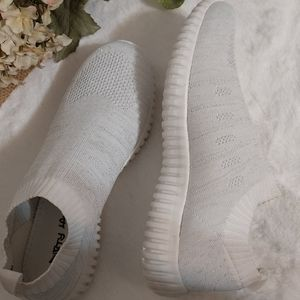 New Dirty Laundry White W/Silver Sneakers 8.5